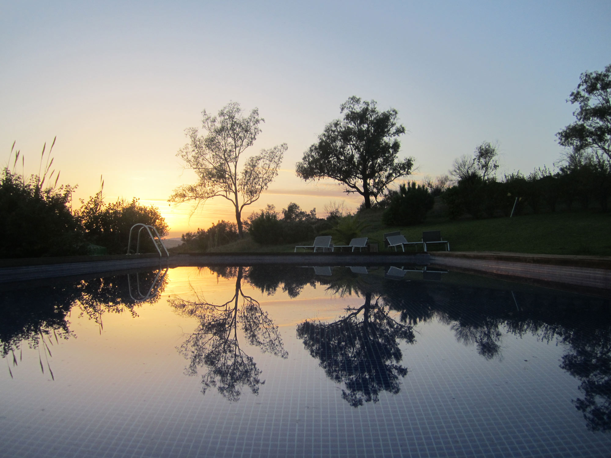 casa da osga pool at sunset